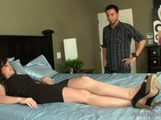Lazy brunette wife jennifer white gives foot-fetish