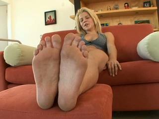 19 yo blond babe charlie lynn solo in sexy feet casting