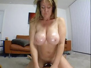 Curvy amateur in homemade milf porn