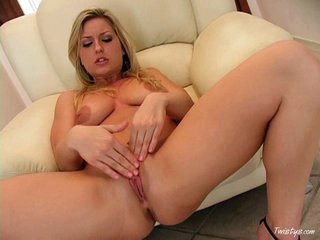 Solo babe Avy Scott massaging her love button and pussy with her fingers on the couch