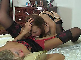 Emilia&Nora licky nylon movie