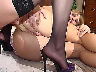 Diana&Ninette kinky anal lesbo clip