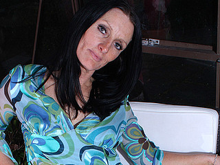 Sexy British housewife gets her cunt all wet