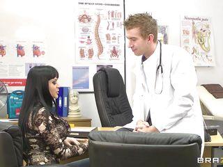 anastasia brill giving awsome head to doctor