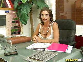 brunette milf got seduced into a good fuck