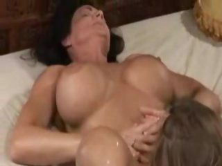 Squirting and eating pussy in bed